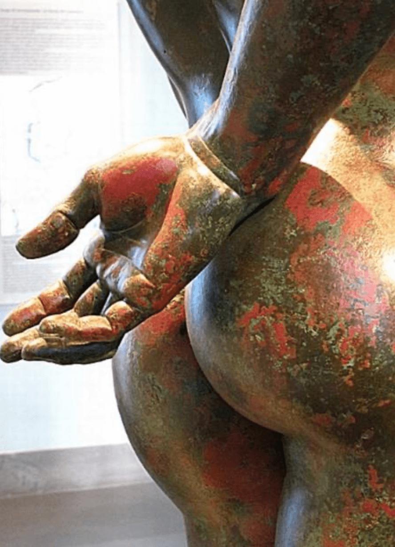 Outro representante da Itália é o Museo Massimo alle Terme, de Roma, com um bumbum em bronze - Reprodução Twitter