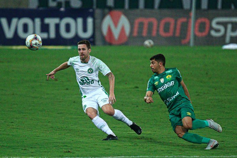 A primeira derrota da Chape na Série B 2020/2021 aconteceu na 5ª rodada, diante do Cuiabá, no Estado do Mato Grosso: 0 a 1 para o time da casa – Foto: Márcio Cunha/ACF/Divulgação/ND
