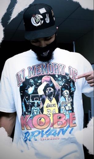 Jayson Tatum, ala do Boston Celtics, é, declaradamente, fã incondicional de Kobe Bryant. Tatum trainava com o ídolo durante o verão e, no dia do aniversário de Kobe, o camisa 0 saiu do hotel para o jogo dos playoffs com uma camisa homenageando Kobe – Foto: Redes Sociais/Reprodução