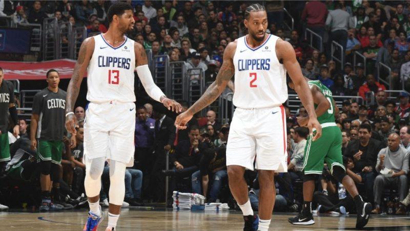Sob o comando da dupla formada por Kawhi Leonard e Paul George, o <strong>Clippers</strong> apresenta uma equipe muito consistente e com defensores muito sólidos. Além disso, Kawhi pode levar mais uma franquia ao título inédito, já que o Clippers ainda não venceu a NBA – Foto: Divulgação/NBA/ND