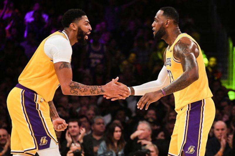 O<strong> Los Angeles Lakers</strong> voltou a despontar entre as franquias favoritas ao título após a formação da dupla entre Anthony Davis e LeBron James. Dessa forma, os Lakers, líder da Conferência Oeste, espera levar o título após 10 anos – Foto: Divulgação/NBA/ND