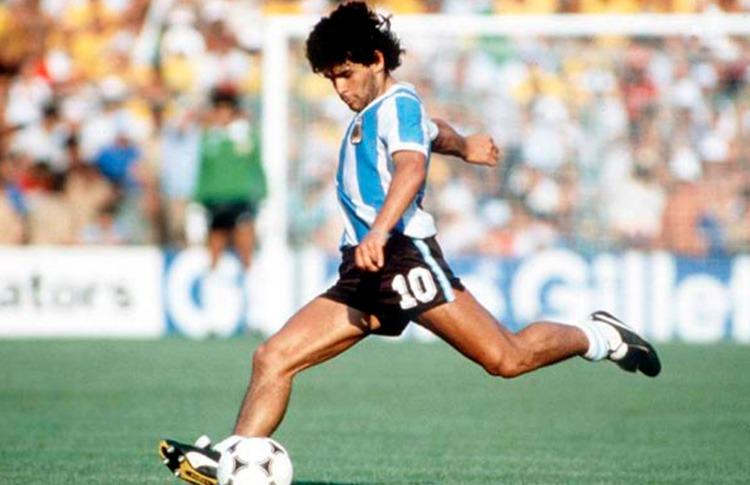 Diego Armando Maradona: um gênio da canhota. – Foto: Conmebol/divulgação