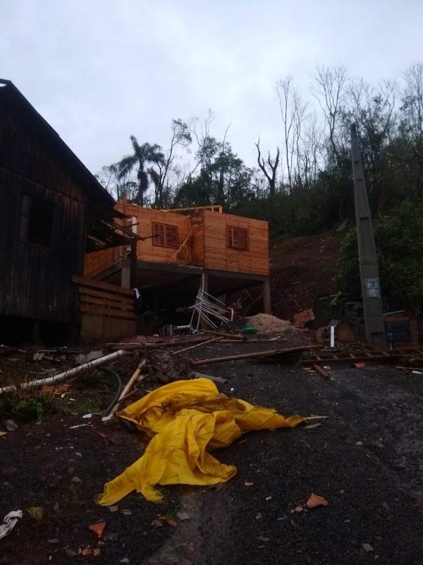 Forte vento e chuva de granizo danificou a casa da família de Cristiane – Foto: Cristiane Bello das Chagas/Divulgação