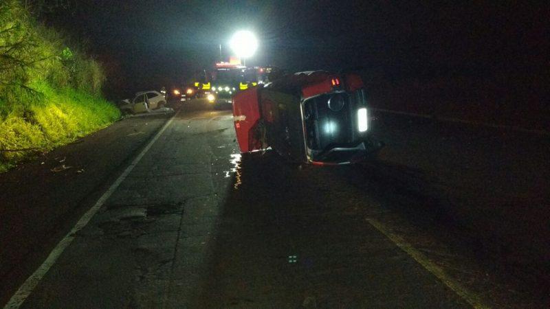 Batida frontal entre carro e caminhonete mata homem em Pinhalzinho – Foto: Reprodução/ND