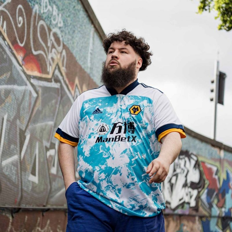 """Outro que seguiu a tendência """"moderna"""" foi o Wolverhampton, da Inglaterra. E aí, torcedor, curtiu? – Foto: Adidas/Divulgação"""