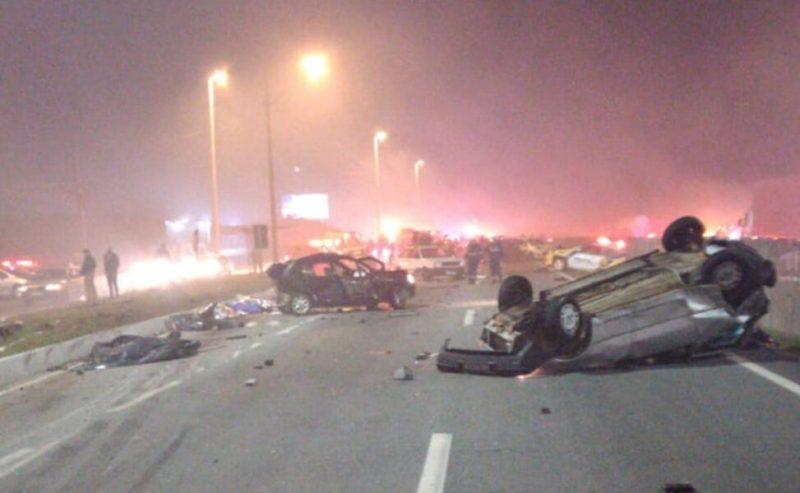 Engavetamento com 22 veículos deixa oito mortos em São José dos ...