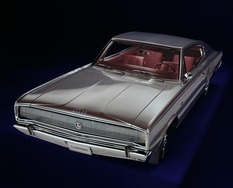 Dodge Charger (1966-1978 / 1981-1987 / 2005 - atual): assim como o Challenger, o Charger também teve momentos distintos. Foi um muscle car grande e invocado entre os anos 1960 e 1970, virou um modelo menor e completamente diferente nos anos 1980, e saiu de linha sem deixar saudades em 1986. Em 2005, voltou como um sedã de tração traseira, sendo fabricado até hoje, ainda que com algumas mudanças de estilo - Foto: Divulgação/Dodge/Garagem 360/ND