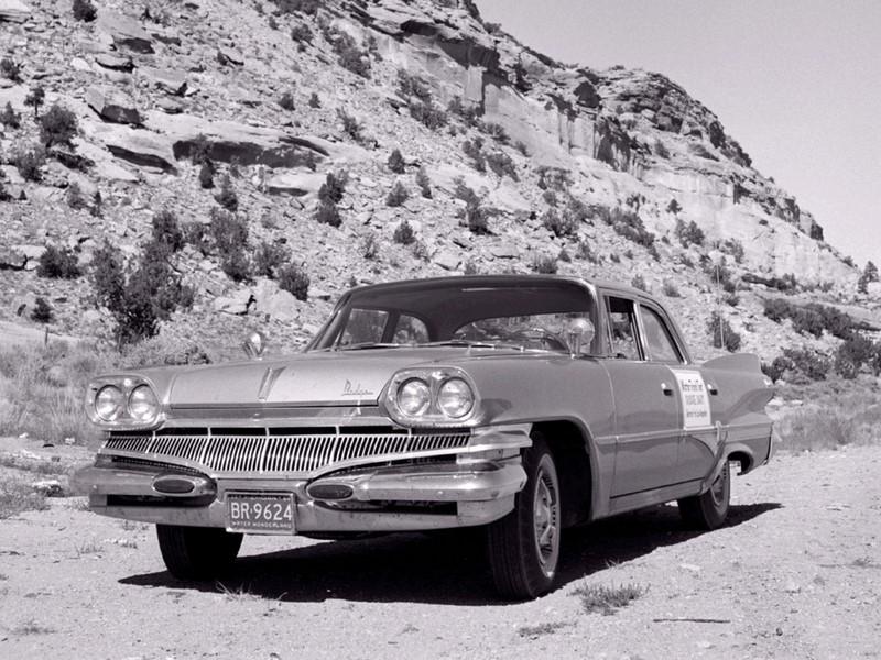 Dodge Dart (1958-1976 / 2013-2016): vendido no Brasil nos anos 1970, o Dart iniciou sua trajetória bem antes nos Estados Unidos. Saiu de linha em 1976 no país americano e, quando voltou em 2013, era um sedã menor e sem nenhuma ligação com o modelo original. Só durou três anos - Foto: Divulgação/Dodge/Garagem 360/ND