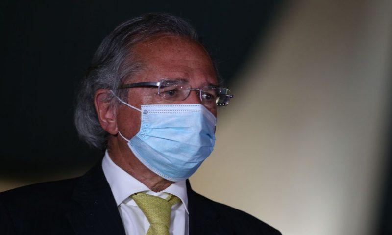 Ministro da Economia, Paulo Guedes, foi vacinado neste sábado (27) contra a Covid-19 – Foto: Marcello Casal Jr/Agência Brasil/ND