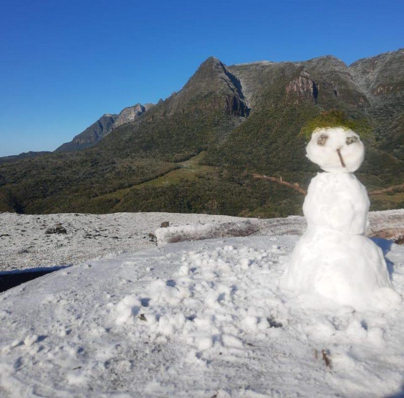 Registro de neve em Anitápolis – Foto: Reprodução/@anitapolis_sc/ND