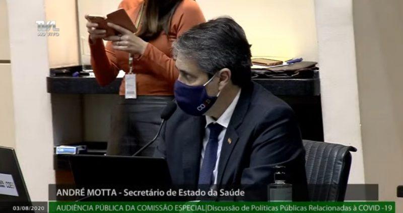 Secretário André Motta prestou informações sobre as ações de enfrentamento à pandemia. Reprodução TV AL/ND
