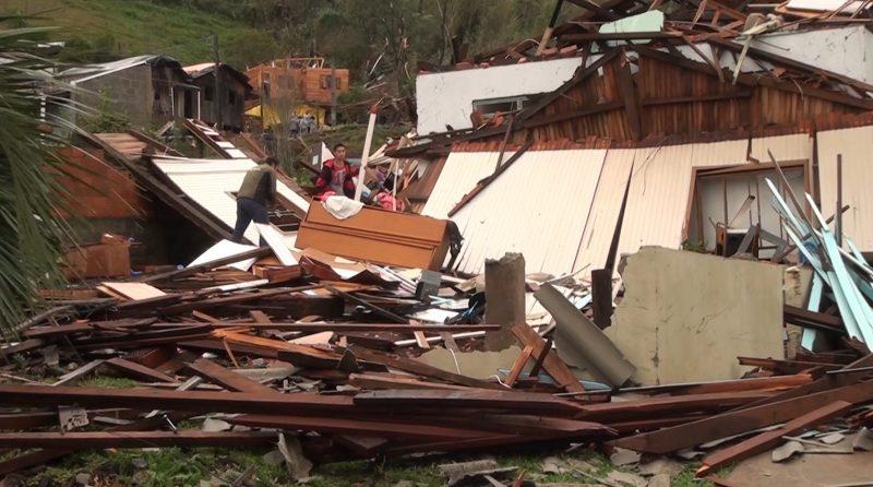 Moradores de Água Doce perdem suas casas com a força do vento – Foto: Carlos Corrêa/Reprodução NDTV