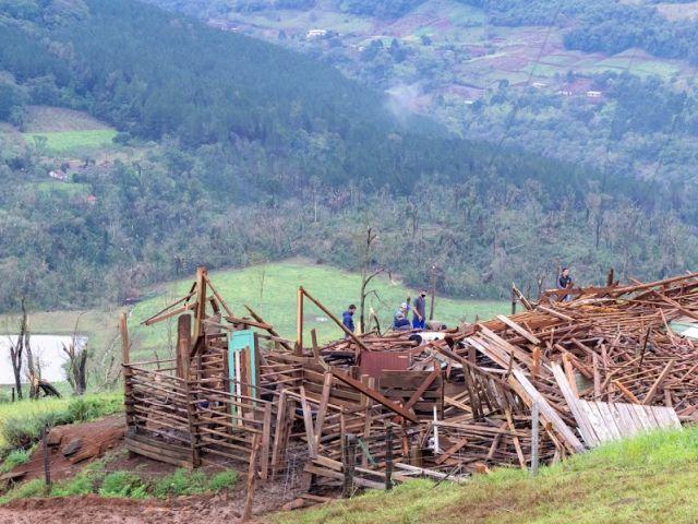 Em todas as regiões atingidas ocorreram perdas em residências, galpões, estufas, máquinas e equipamento – Foto: Epagri/ND
