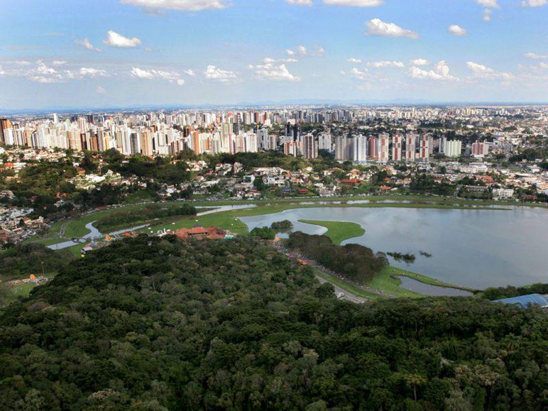 """Em terceiro lugar no ranking aparece Curitiba. O portal cita a capital paranaense como uma de melhor infraestrutura do país, """"muitas vezes é comparada a algumas das cidades mais modernas do planeta, como Frankfurt, Viena e Amsterdã [no quesito]"""", afirma o portal – Foto: Michel Willian/SMCS"""