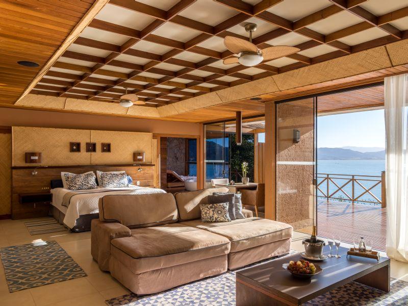 Os bangalôs do Ponta dos Ganchos Exclusive Resort são ideais para quem está planejando uma viagem romântica pelo litoral catarinense. O complexo, que só permite hóspedes maiores de 18 anos, faz de tudo para mimar seus clientes - Divulgação - Divulgação/Rota de Férias/ND