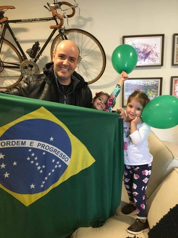Raphael Polito, apresentador do BG Florianópolis, com suas duas filhas – Foto: Reprodução/Arquivo Pessoal/ND