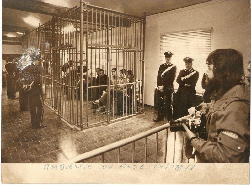 """É da sua autoria uma das primeiras fotos da prisão de Renato Curcio em 1978, em Turim, na Itália. Curcio era integrante da organização comunista italiana Brigadas Vermelhas. Quando soube da prisão, viajou de Londres até a cidade italiana. """"Consegui entrar onde ele estava sendo julgado"""". Para ele, a década de 70 é a grande década do fotojornalismo, devido à cobertura de eventos como a Copa do Mundo e a guerra do Vietnã. – Foto: Antonio Carlos Mafalda/Divulgação/ND"""
