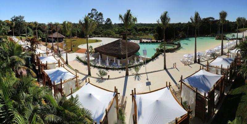 Um dos grandes diferenciais do Mabu Thermas Grand Resort, em Foz do Iguaçu (PR) é a possibilidade de mergulhar na água quentinha a qualquer hora. Isso porque a propriedade está localizada sobre o Aquífero Guarani, maior reserva subterrânea de água do mundo - Divulgação - Divulgação/Rota de Férias/ND
