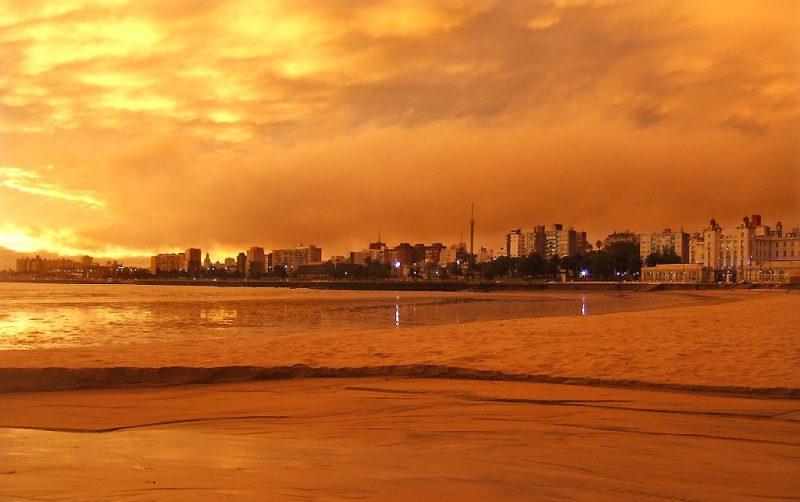 Em quarto lugar na lista aparece a capital uruguaia Montevidéu. Segundo o portal, Montevidéu é uma cidade com uma vida social muito intensa, inúmeras opções de lazer e excelentes restaurantes. – Foto: Vince Alongi/Reprodução
