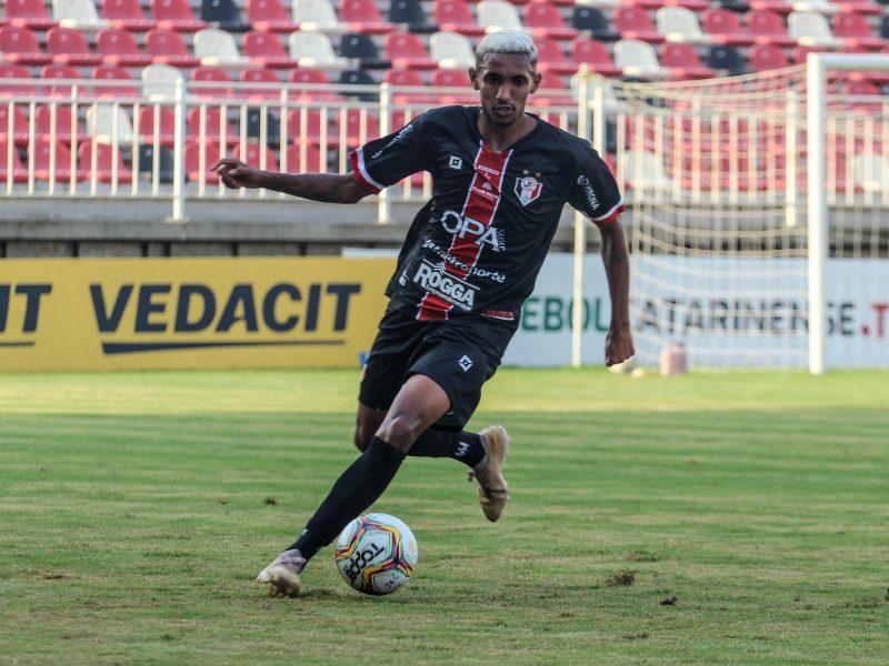 Vivendo boa fase, Diego teve contrato renovado até maio de 2022 – Foto: Vitor Forcellini/JEC/Divulgação