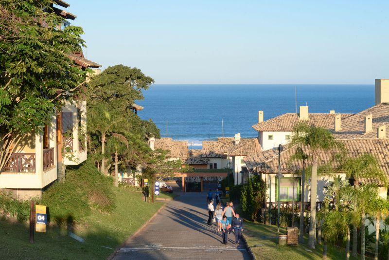O resort também tem amplas opções de acomodações, que vão desde quartos simples para duas pessoas até casas de três dormitórios em vilas praianas - Divulgação - Divulgação/Rota de Férias/ND