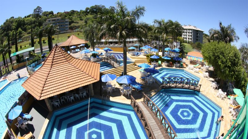 As piscinas de águas termais atraem hóspedes de vários cantos do Brasil ao Itá Thermas Resort e Spa, que fica a aproximadamente 60 quilômetros de Chapecó (SC). As águas quentinhas prometem ação anti-inflamatória e redução de gorduras do corpo - Divulgação - Divulgação/Rota de Férias/ND