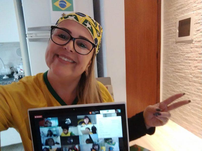 Ana Cristina, de São José, comemorou a Independência do Brasil vestindo a camisa da Seleção Brasileira de Futebol. Foto: Reprodução/Arquivo pessoal
