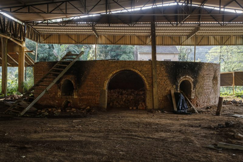 Foto mostra a cerâmica onde o crime ocorreu, em Canelinha.