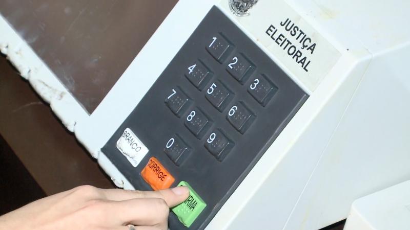 Eleitor vai votar primeiro para o candidato a vereador – Foto: Reprodução / NDTV Blumenau