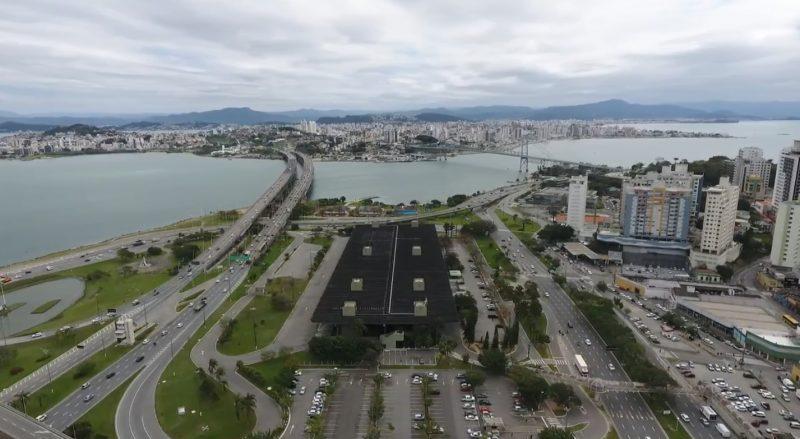 """<span style=""""font-weight: 400;"""">Áreas consideradas altamente lucrativas para o aluguel &#8211; </span>Foto: Centro de Florianópolis &#8211; Reprodução NDTV"""