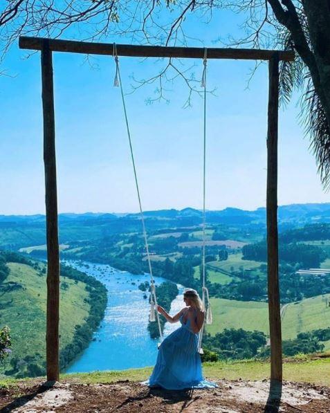 O balanço de cinco metros de altura tem proporcionado lindas fotografias no mirante da Volta do Dedo - Fiama Hack/ND