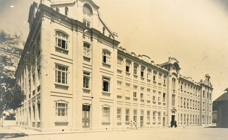Fachada principal, em Imagem de 1939, quando as turmas eram masculinas – Foto: Acervo / Colégio Catarinense