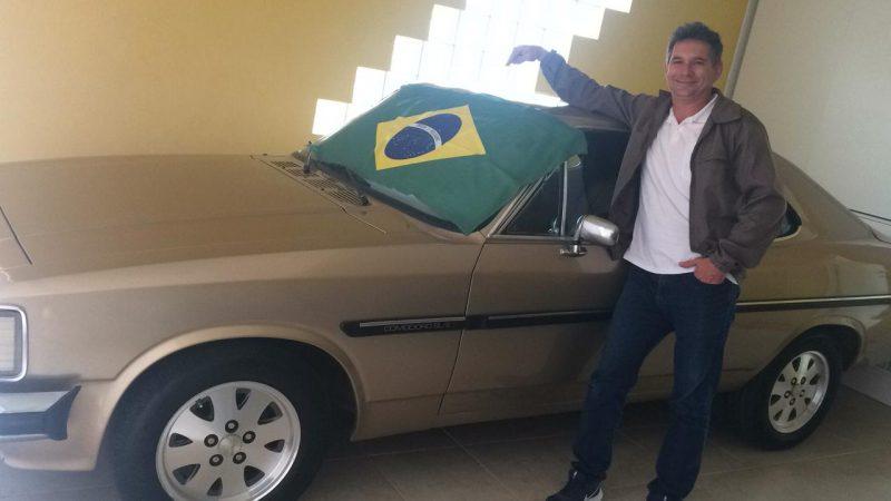 Marcelo, morador do Aririu, colocou a bandeira no carro para celebrar. – Foto: Reprodução/Arquivo pessoal
