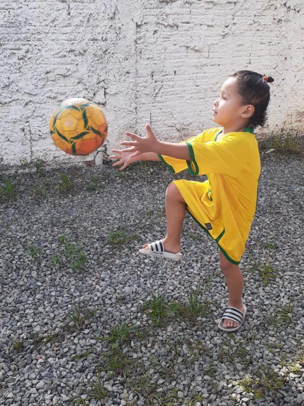O pequeno Miguel brincando e aproveitando este Dia da Independência. – Foto: Reprodução/Arquivo pessoal