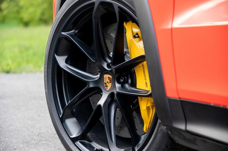 Porsche Cayenne Coupé ganha novas versões no Brasil. Na foto, a versão Turbo - Foto: Divulgação/Porsche/Garagem 360/ND
