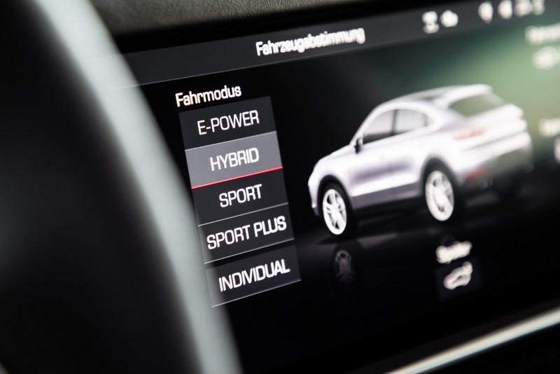 Porsche Cayenne Coupé ganha novas versões no Brasil. Na foto, a versão híbrida - Foto: Divulgação/Porsche/Garagem 360/ND