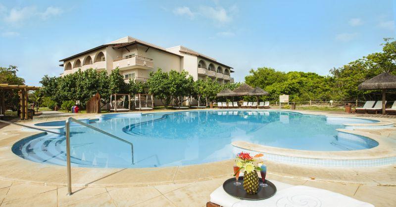Localizando entre Praia do Forte e Costa do Sauípe, o Grand Palladium Imbassaí Resort & Spa é um dos hotéis mais bonitos da Bahia. A área, cercada pela Mata Atlântica, tem cachoeiras, mangues, lagos e até dunas - Divulgação - Divulgação/Rota de Férias/ND