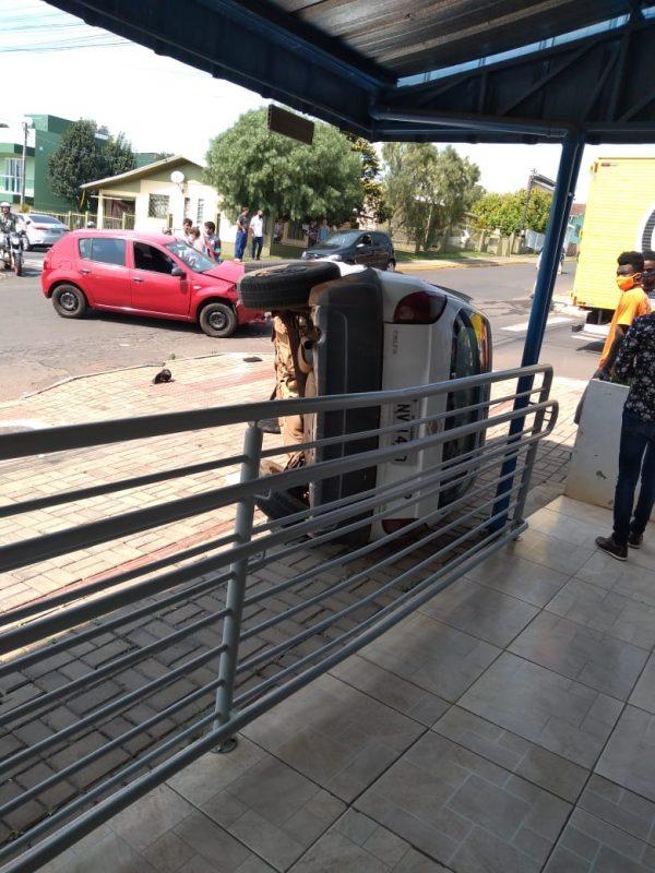 O motorista do Celta, conforme a polícia, fugiu após o acidente, contudo, o caroneiro do veículo ficou no local e disse que eles estavam bebendo no município de Nova Itaberaba, mas que não lembrava como ocorreu o acidente.