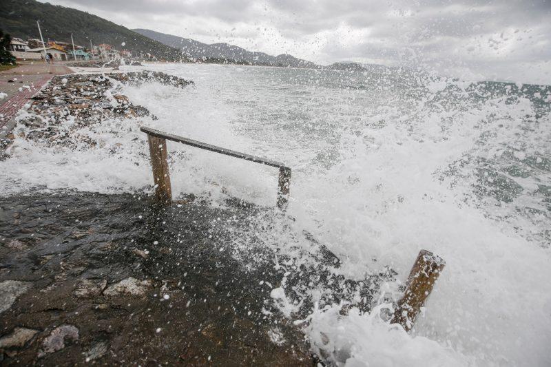 Ciclone traz riscos de ressacas em todo o Litoral catarinense até sexta-feira (23) – Foto: Anderson Coelho/Arquivo/ND