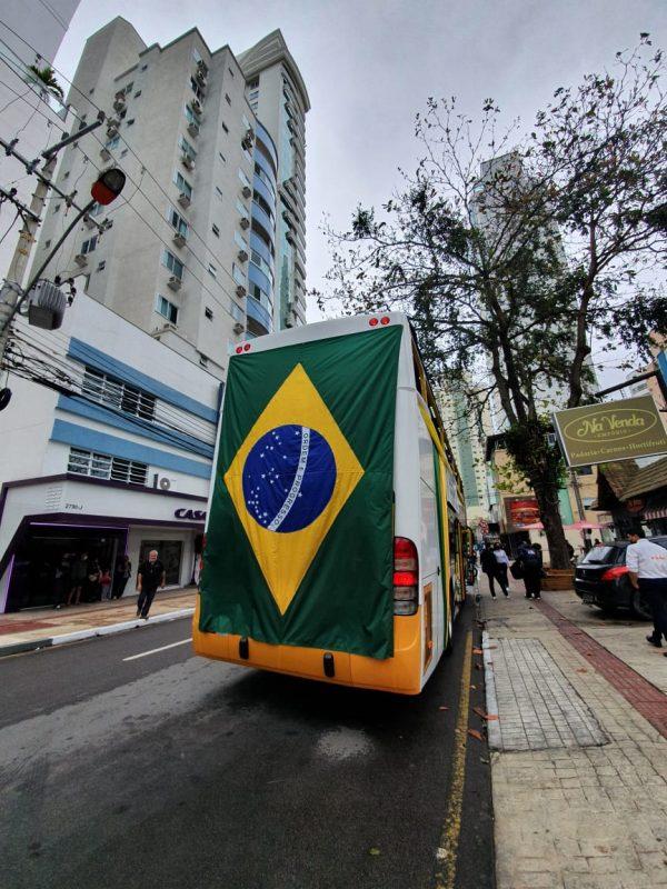 A homenagem iniciou às 10h na Avenida Atlântica e encerrou na Barra às 14h. – Foto: Marcelo Nunes/NDTV Record