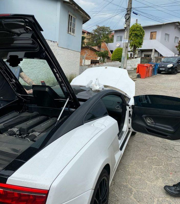 Inquérito da Polícia Civil foi aberto após prisão em flagrante de homem em Lamborghini – Foto: Divulgação/PMSC/ND
