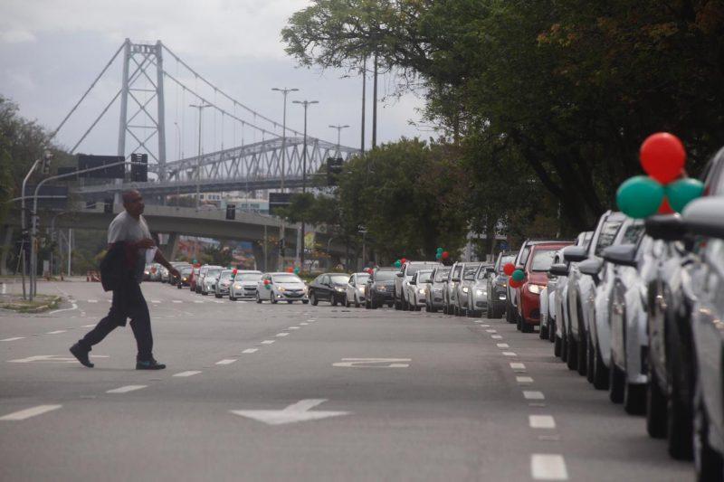 Os veículos partiram da altura do trapiche da avenida Beira-Mar com direção ao Tribunal de Justiça de Santa Catarina. – Foto: Anderson Coelho/ND