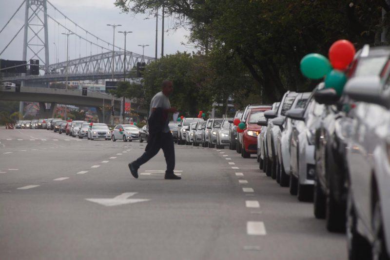 A carreata foi acompanhada de perto de Polícia Militar e a Guarda Municipal de Florianópolis. Por ocupar apenas uma das faixas, não houve congestionamentos na via – Foto: Anderson Coelho/ND