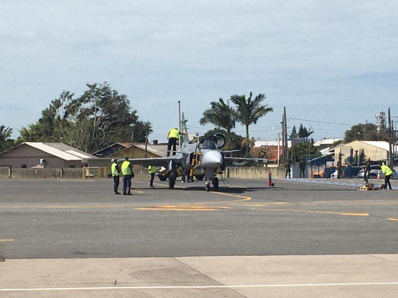 A previsão é que a aeronave decole entre 13h e 14h, do aeroporto para a cidade de Gavião Peixoto – Foto: Jader Liberal/NDTV Record Itajaí