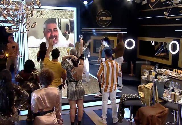 """Como a festa teve como tema """"Influencer"""" não poderia faltar quem bomba nas redes sociais: Carlinhos Maia – Foto: Reprodução/PlayPlus"""