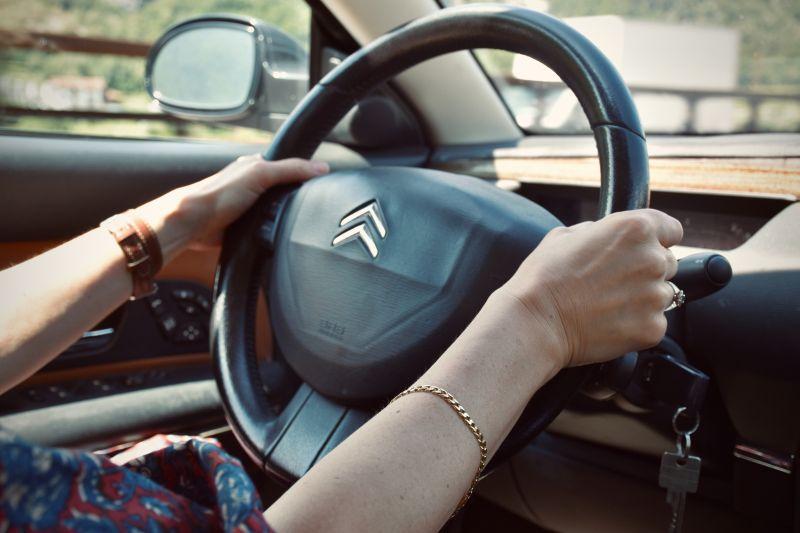 Recall: Citroën chama C4 Lounge, DS3, DS4 e DS5 - Foto de Arno Senoner no Unsplash