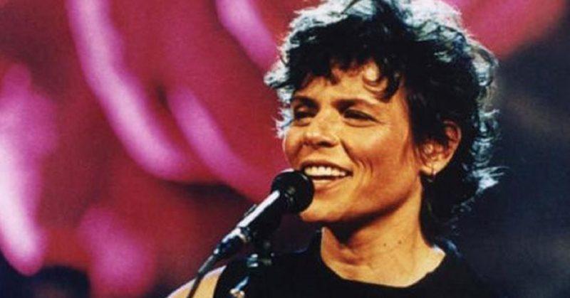 E, quase no final do ano, no dia 29 de dezembro de 2001, a cantora Cassia Eller, aos 39 anos, faleceu. A causa da morte foi um infarto do miocárdio – Foto: Divulgação/ND