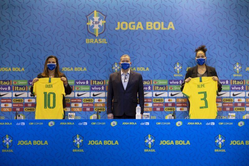 Duda Luizelli e Aline Pellegrino, com o presidente Rogério Caboclo – Foto: Lucas Figueiredo/CBF