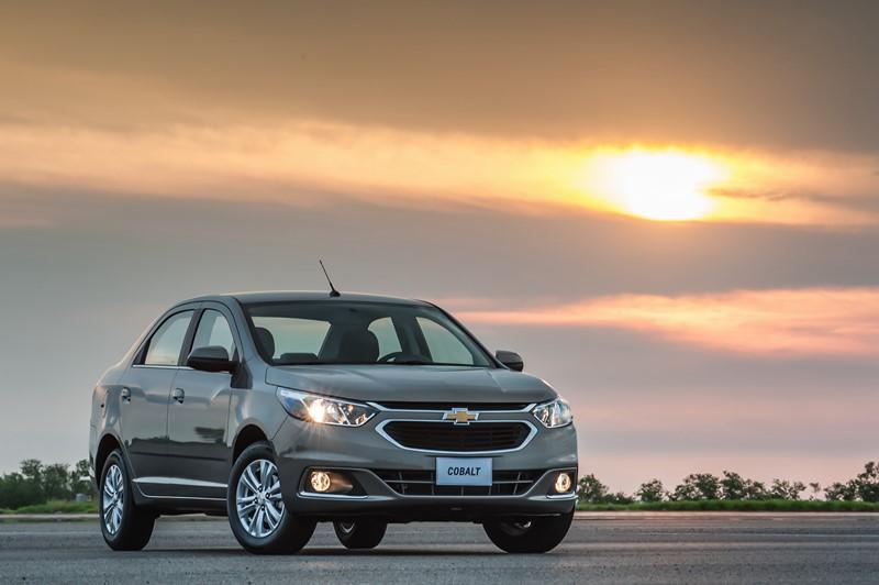 Chevrolet Cobalt: saiu de linha recentemente, mas há uma oferta grande no mercado de usados. Tem mecânica conhecida, bom espaço interno e um porta-malas generoso - Foto: Divulgação/GM/Garagem 360/ND