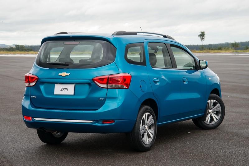 Chevrolet Spin: utiliza o mesmo conjunto mecânico do Cobalt, tem bom espaço interno, porta-malas grande e pode ter sete lugares - Foto: Divulgação/GM/Garagem 360/ND